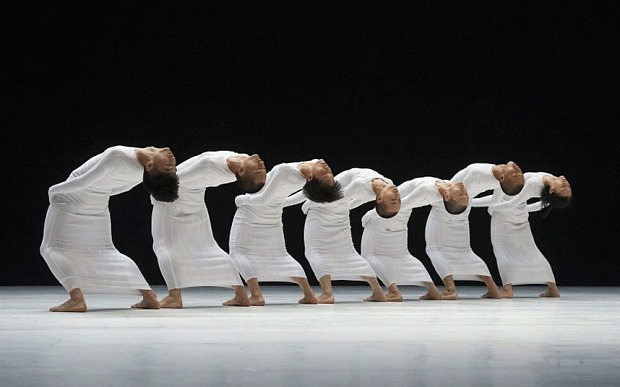 Tao Dance Theatre in Tao Ye's 7 (photo: Alastair Muir)