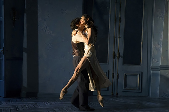 Herman Cornejo and Alessandra Ferri in Martha Clarke's Chéri © Signature Theatre (photo: Joan Marcus, 2015)