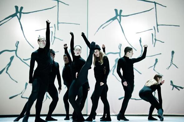The company in HenriMichaux: Mouvements (photo: Sylvie-Ann Paré)